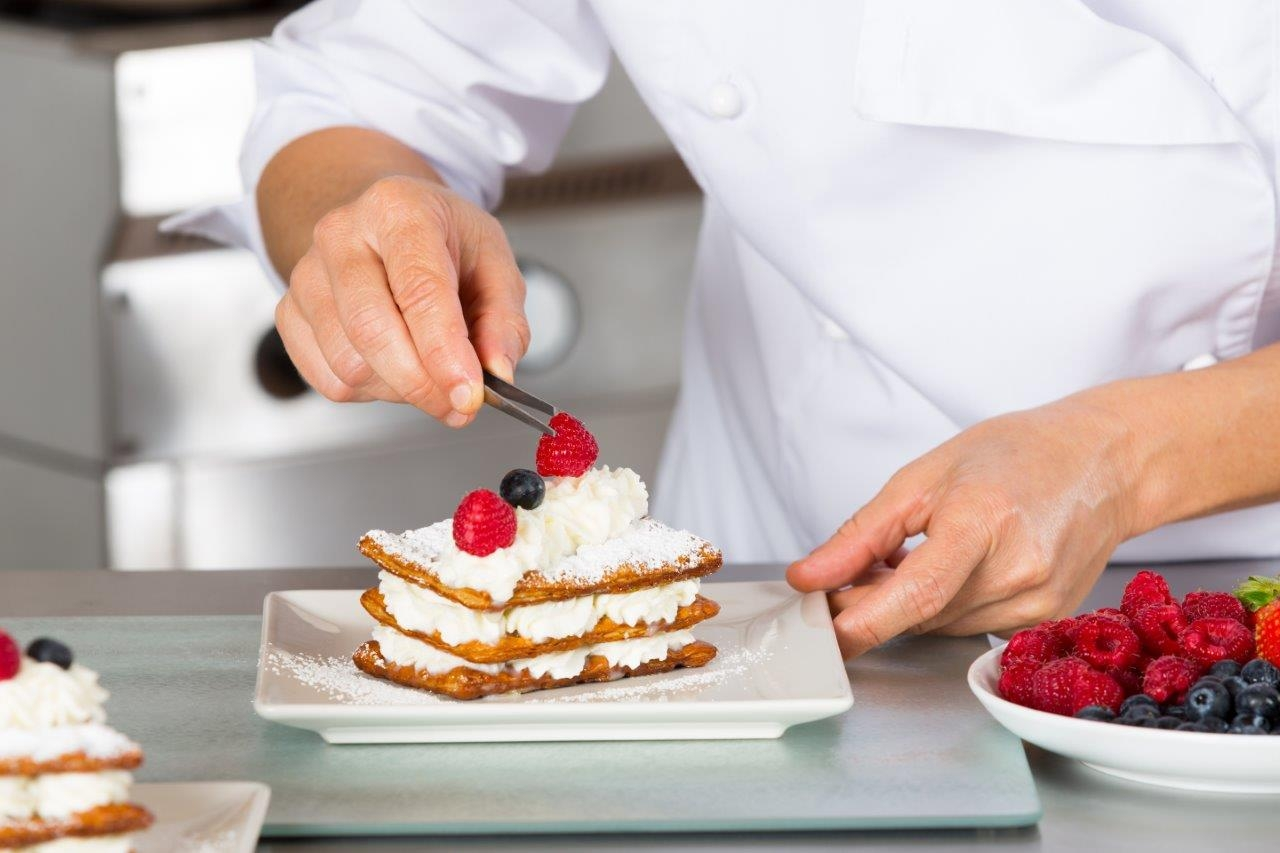 Spray cream or how to put exquisite finishing touches to your desserts